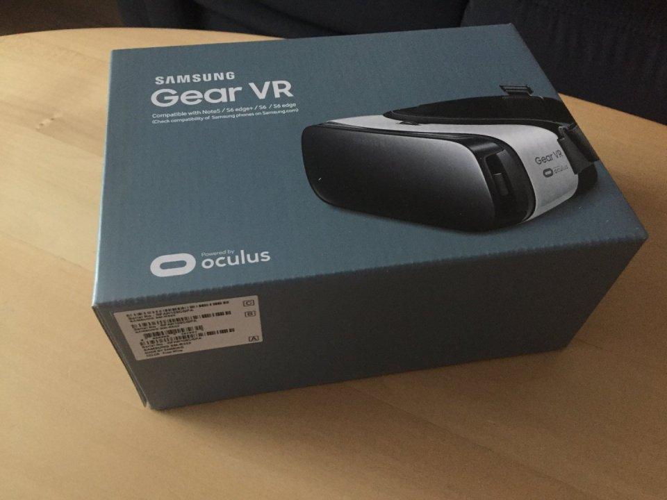 Vadiúj Samsung Gear VR virtuális valóság headset olcsón eladó ... 44c2ff0858