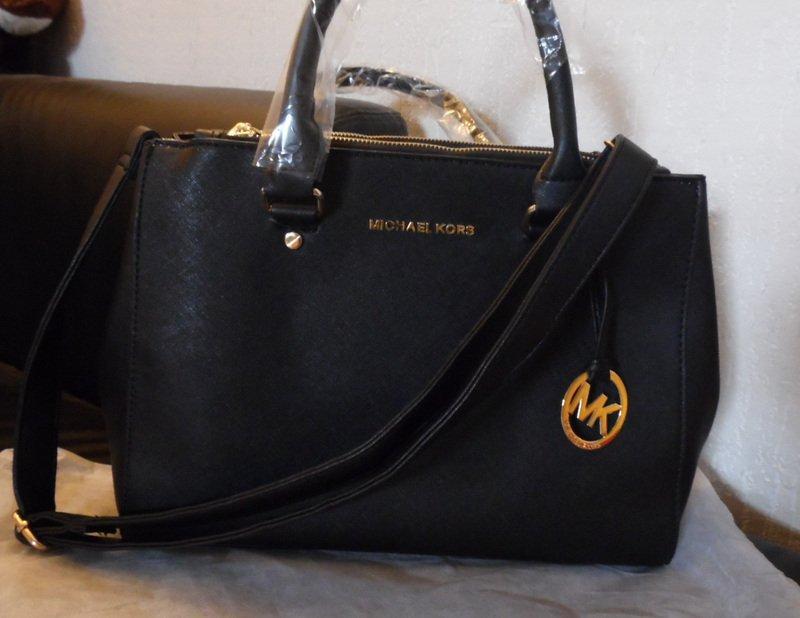 Eladó egy új fekete Michael Kors női táska - HardverApró a519fb83b1