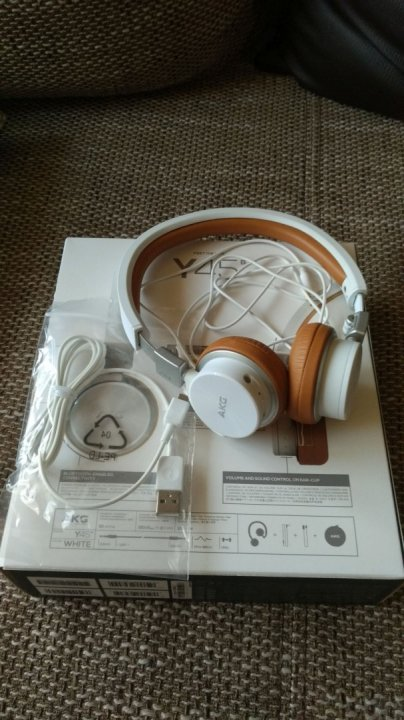 Féláron! AKG Y45BT Bluetooth fejhallgató eladó. Fehér cb03e65bec
