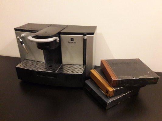 nespresso es 100 150db k v p rna. Black Bedroom Furniture Sets. Home Design Ideas