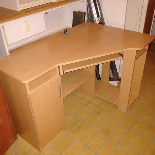 íróasztal és látomás)